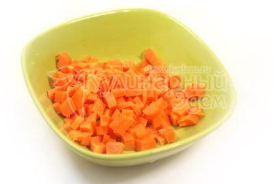 Морковь нарезать кубиками. - Похлебка «Русская постная». Фото рецепт приготовления постного супа.