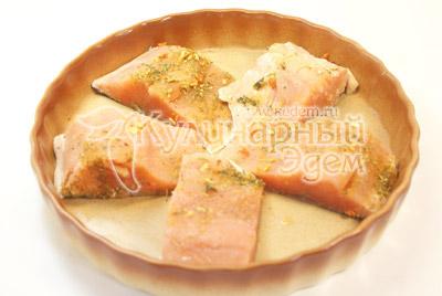 Уложить в форму для запекания. - Рыбка запеченная с овощами. Фото приготовления рецепта.