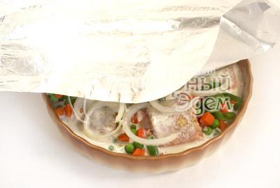 Закрыть фольгой. - Рыбка запеченная с овощами. Фото приготовления рецепта.