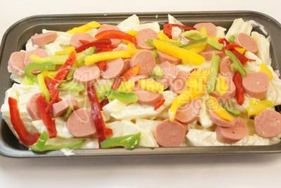 Затем смесь болгарских перцев. - Картофель & сосиски. Фото приготовления рецепта.