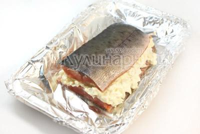 Накрыть другим кусочком рыбы. - Слоёная рыбка. Фото приготовления рецепта.