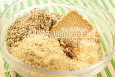 Печенье и орехи пропустить через мясорубку. - Шоколадные пирожные «К чаю». Фото приготовления рецепта на Новый год.