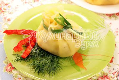 Украсить зеленью. - Салатик в сырном мешочке. Фото приготовления рецепта.