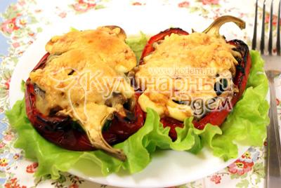 Выложить на блюдо с листьями салата и подавать теплым. - Перец фаршированный брокколи и грибами. Фото приготовления рецепта.