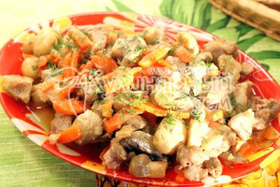 Мясо тушеное с грибами