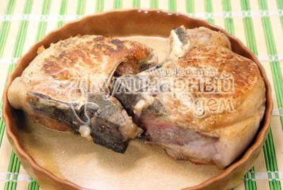 Выложить на блюдо для запекания и готовить в духовке еще 15 минут при температуре 180-200 градусов С