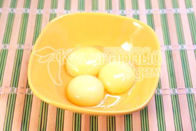Желтки отделить от белков. - Омлет «Безе». Фото рецепт приготовление омлета.