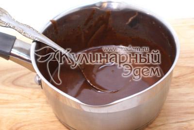 Для глазури, в микроволновой печи растопить шоколадку и смешать со сливочным маслом до однородной консистенции. - Крошки-эклеры с заварным кремом. Приготовление эклеров на новогодний стол.