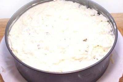 Слой яичных белков. Хорошо промазать майонезом. - Новогодний салат «2012». Рецепт приготовление новогоднего салата.