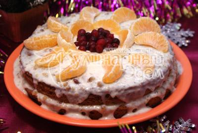 Перед подачей украсить дольками мандаринов и размороженными ягодами. Пропитавшийся торт просто тает, а ореховый вкус придает пикантность. - Торт «Метелица». Фото рецепт приготовление торта на Новый год.