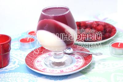 В самом конце поставить стаканы прямо и залить оставшийся слой. Убрать в холодильник до подачи на стол. - Десерт « Вишневое откровение». Фотография приготовление десерта желе.