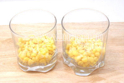 Сначала слой кукурузы
