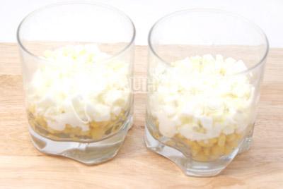 Затем слой яиц. - Салат « Тайная страсть». Фото приготовление салат на романтический вечер.