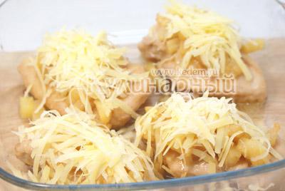Посыпать тертым сыром. - Курица под ананасами «Страсть Амура». Фото рецепт приготовление филе курицы под ананасами.