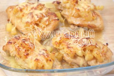 Запечь в духовке на верхнем уровне 5-7 минут при температуре 200 градусов С. - Курица под ананасами «Страсть Амура». Фото рецепт приготовление филе курицы под ананасами.