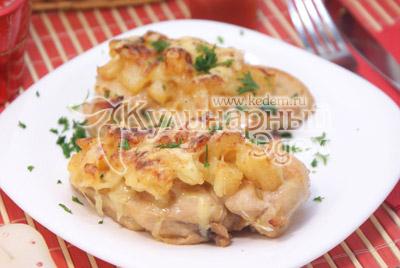 Выложить на блюдо и посыпать мелко нашинкованной зеленью. - Курица под ананасами «Страсть Амура». Фото рецепт приготовление филе курицы под ананасами.