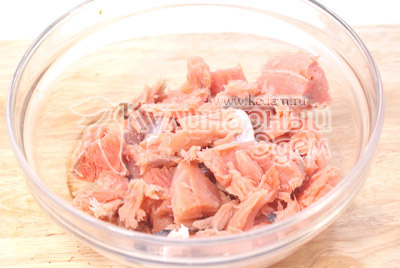 Филе отделить от кожи и порезать небольшими кусочками. - Рыбные котлеты с рисом. Фото приготовление рыбных котлет.