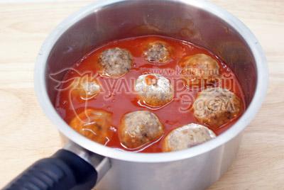 Выложить тефтели и томить на среднем огне еще 5 минут. - Тефтели из гречки с грибами. Постный рецепт. Фото приготовление.