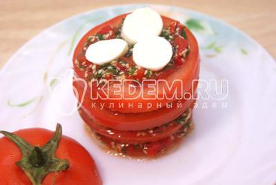 Так собрать весь помидор. - Закуска «Любимая». Фото приготовление закуски с моцареллой на 8 марта.