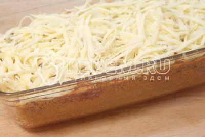 Посыпать тертым сыром. - Мясная буханка. Фото приготовление рецепт мясной буханки.