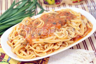 Феттучини с томатным соусом