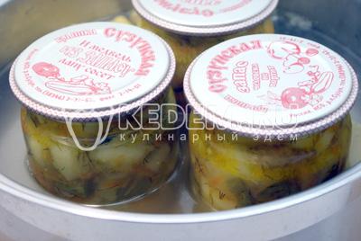 Поставить в горячую воду для стерилизации на 5-7 минут. - Тушеные кабачки с овощами на зиму. Фото рецепт приготовление кабачков на зиму.