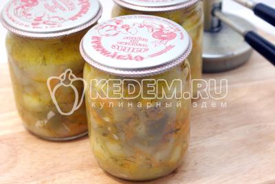 Закатать и дать остыть в тепле. - Тушеные кабачки с овощами на зиму. Фото рецепт приготовление кабачков на зиму.