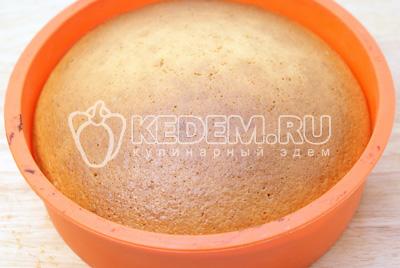 Выпекать в разогретой духовке 30-35 минут при температуре 190 градусов С. Готовность проверить зубочисткой. Готовый манник вынуть из духовки и остудить.