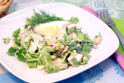 Простой салат из куриной грудки и фасоли