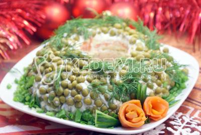 Поставить в холодильник на пару часов. Подавать к столу.#08Приятного аппетита и счастливого Нового года! - Салат «Новогоднее чудо». Фото рецепт приготовление слоеного салата на новогодний стол.