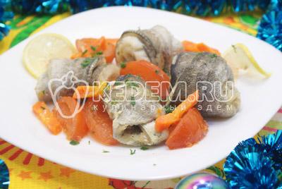 Рулетики из рыбы запеченные с овощами