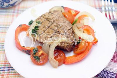 Выложить на блюд и подавать к столу.#07Приятного аппетита! - Запеченная телятина с овощами. Фото рецепт приготовление филе телятины запеченное с овощами.