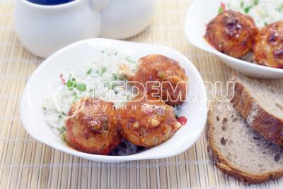 Готовые тефтели немного остудить. Подавать к столу тефтели с рисом. Приятного аппетита! - Рыбные тефтели. Фото рецепт приготовление рыбных тефтелей с гарниром.