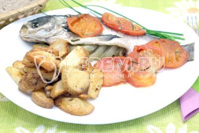 Выложить на блюдо, на гарнир подавать обжаренный картофель. Приятного аппетита! - Толстолобик с томатами. Фото рецепт приготовление толстолобика с овощами запеченного в фольге.