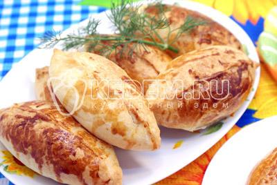Остудить и выложить на блюдо. Подавать к праздничному столу. Приятного аппетита! Со Светлой Пасхой! - Пирожки с курицей и грибами. Фото рецепт приготовление пирожков с грибами на Пасху.