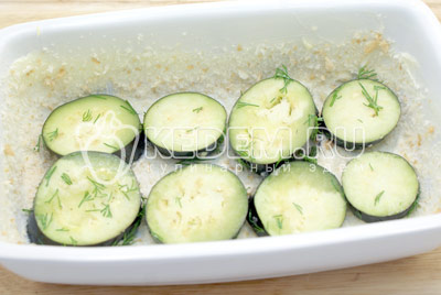 Выложить слой баклажан. - Баклажаны с помидорами, запеченные под сыром. Фото рецепт приготовление баклажанов с помидорами.