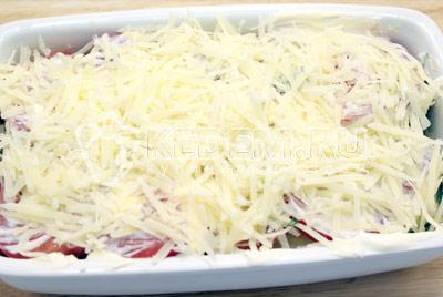 Повторить слои еще раз и посыпать тертым сыром. - Баклажаны с помидорами, запеченные под сыром. Фото рецепт приготовление баклажанов с помидорами.