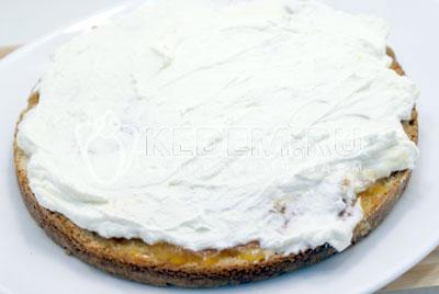 Покрыть слоем сливок. - Сливочный торт с абрикосовым джемом. Фото рецепт приготовление торта с абрикосовым джемом и сливками.