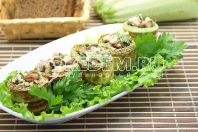 Выложить на блюдо и листьями салата. Подавать закуску с столу. Приятного аппетита!Приятного аппетита!  - Кабачки фаршированные грибами. Фото приготовление фаршированных кабачков грибами и сыром .
