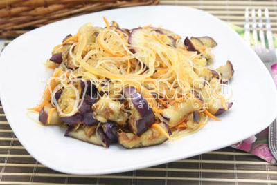 Салат из фунчозы с баклажанами