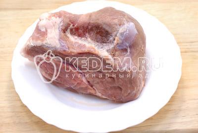 Мясо хорошо промыть и обсушить