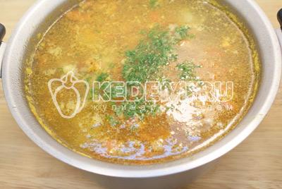 Сложить в кастрюлю помидор и морковь, варить еще 3-5 минут. В конце варки добавить в суп мелко нашинкованную зелень укропа и соль. Перемешать и закрыть крышкой.Суп с рёбрышками. Фото приготовления вкусного супа с рёбрышками