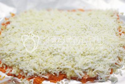Слой тертых яиц и майонез. - Салат «Царский». Фото приготовления салата с красной рыбой и икрой на новогодний стол.