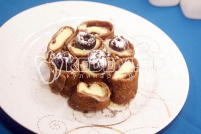 Шоколадные блины со сливочной начинкой
