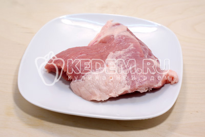Мясо промыть и обсушить.