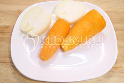Лук и морковь очистить