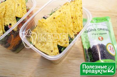 Сверху уложить начос или чипсы. - Салат на природу «Остренький». Пошаговый кулинарный рецепт с фотографиями приготовления овощного салата с корейской морковью, начос и икрой из морских водорослей в майонезном соусе