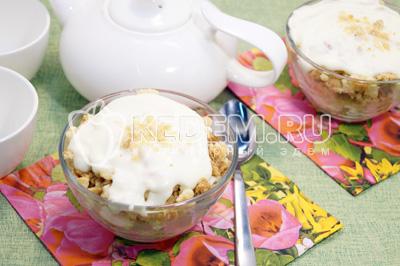 Десерт из печенья со сливками