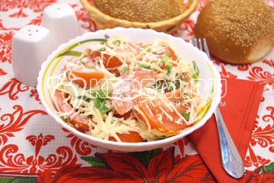 Салат из помидоров с чесноком