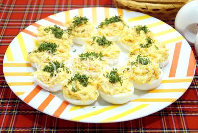 Фаршированные яйца с сыром